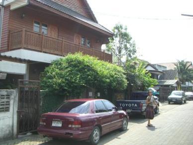 8a Tiptop Thai GH Singarat Soi 3